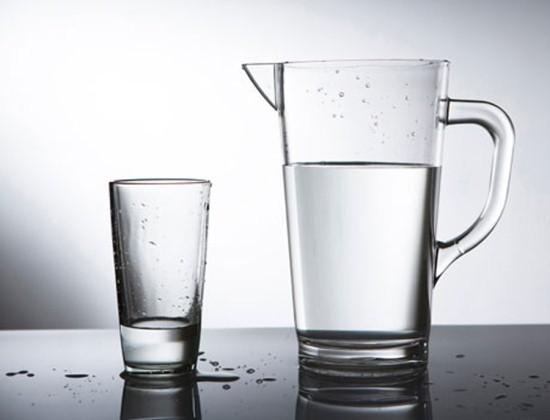 При подготовке к исследованию мочевого пузыря надо выпить 4 стакана воды