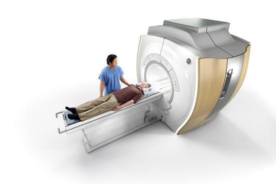 Пациент на магнитно-резонансном исследовании мозга