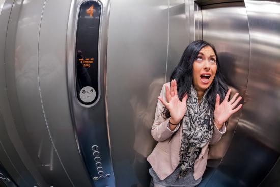 Люди с клаустрофобией не могут пройти МРТ на аппаратах закрытого типа