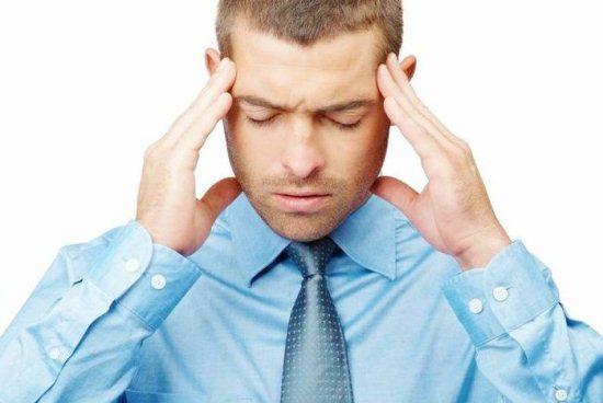 Молодого человека беспокоит головная боль