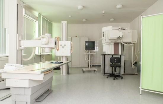 Перед исследованием пациенту следует снять все украшения и предметы, которые содержат металл
