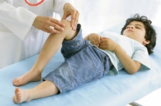 Мальчик на приеме у травматолога