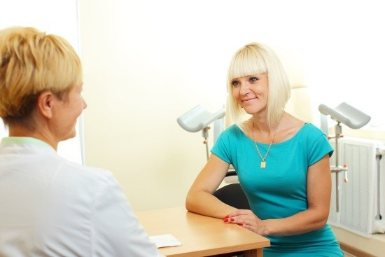 Женщина на приме у врача-гинеколога