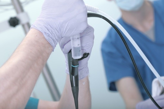 Перед цистоскопией в уретру вводится местный анестетик
