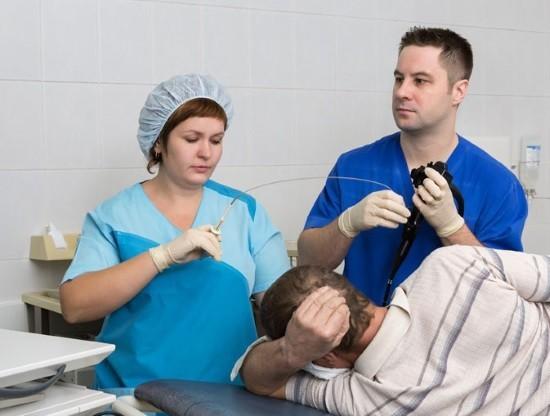 Во время гастроскопии врач может провести биопсию