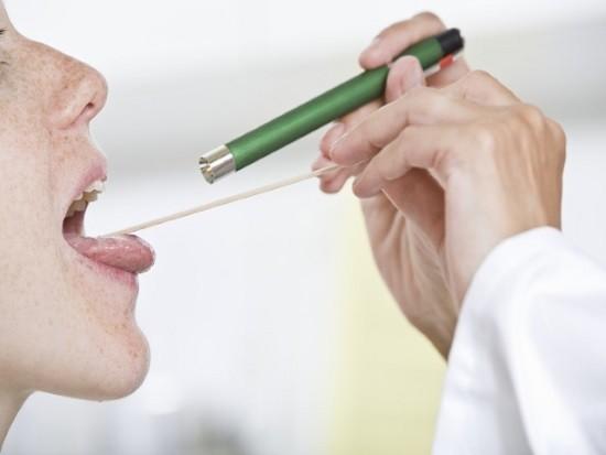 При воспалении гортаноглотки проведение ФГС необходимо отложить