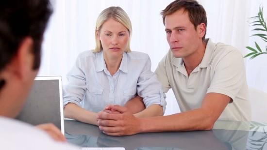 Муж с женой на консультации по поводу бесплодия
