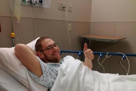 Мужчина после лапароскопии печени