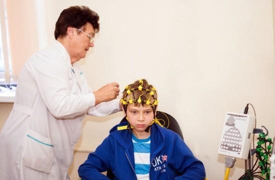 ЭЭГ помогает зафиксировать объективные изменения функциональной активности мозга