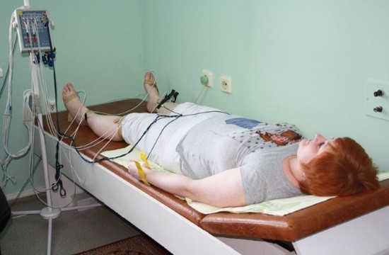 Способ наложения электродов определяет врач