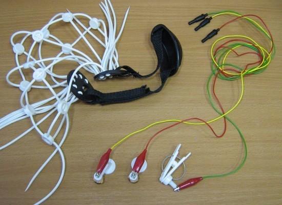 Шапка-сетка для закрепления электродов