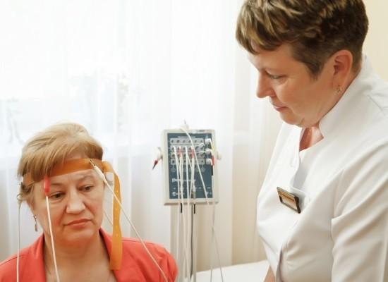 Во внимание принимается не только реоэнцефалограмма, но и клиническая картина болезни