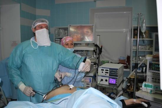 Лапароскопию используют как для диагностических целей, так и для осуществления хирургического вмешательства