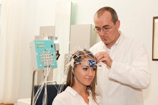 Установка электродов для электроэнцефалографии